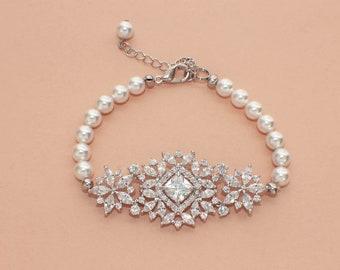 Pearl crystal bracelet, pearl wedding bracelet, crystal bridal bracelet, vintage style, bridal jewelry, pearl bridesmaid bracelet, wedding