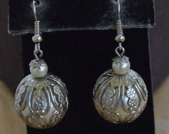 Silver tone Filigree, 20mm Faux Pearl Dangle Pierced Earrings, Vintage (J4)