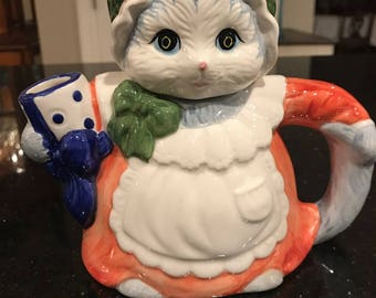 vintage kitty Cat teapot Heritage Mint