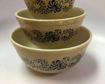 Vintage Pyrex Brown Speckled Blue Flowers Homestead Pattern 3 Nesting Mixing Bowls