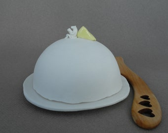 Butter dish in white porcelain with a mouse reading a book