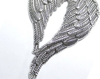 Pendant/charm/Charms silver colored metal wings