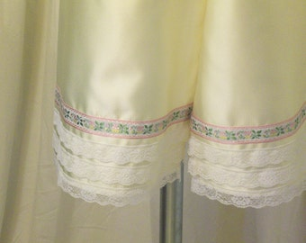 Satin Bloomers, Pantaloons, Knickers, Undergarments in Pale Yellow Satin w/ Floral Ribbon & White Lace, Size L