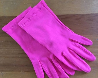 30% Off Sale 60s Fownes Bright Pink Diamond Wrist Gloves, Small