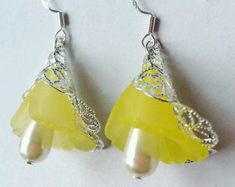 tulip earrings, yellow flowers, flower earrings, dangle earrings, yellow tulip earrings
