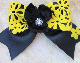 BEAUTIFUL AND UNIQUE.Bows Boutique hair bow girls ribbon-large bow w/ button detail 5.99