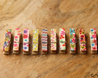 NEW Set of 10 Small 3.5cm Long Floral Wooden Cloth Pegs Wedding Party Craft Design D
