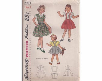 1940s Simplicity 2933 Child's Jumper, Skirt and Blouse Vintage Pattern Size 2