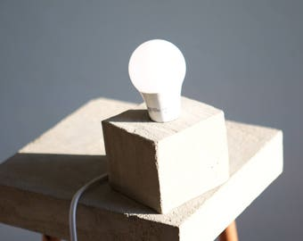 Concrete - lamp - industrial - beton - brutalism - desk lamp - office