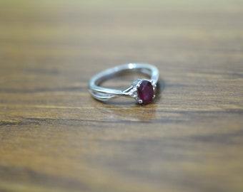 Beautiful red garnet diamond ring