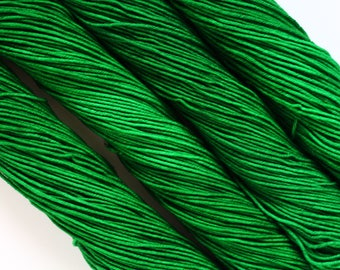 WOODLAND   hand dyed yarn   green   merino/superfine/MCN