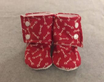 Red Arrow Heart Stay On Baby Booties
