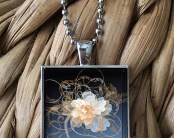 Graceful Blue Floral Pendant Necklace