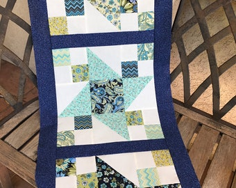 """DIY Blue, White Table Runner 