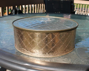 Vintage Country Inn Fruitcake Tin in Silver and Gold