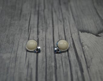 Stainless steel ear cream coloured cabochon