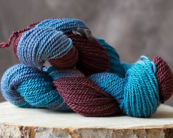 Teint main Bourgogne et bleu island en alpagas, hand dyed alpaca yarn blue mahogany