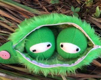 Kawaii Pea Plush, Green Pea Plush, Peas in a Pod Plush, Vegetable Plush, Peas in a Pod Doll, Kawaii Peas in a Pod, Collectable Peas Plush