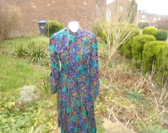 vintage dress with pleats and tiny mandarin coller