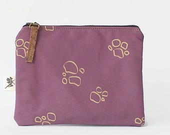 Zipper pouch Craters. Handmade of organic cotton and cork purple color. On sale (before 29 euros)