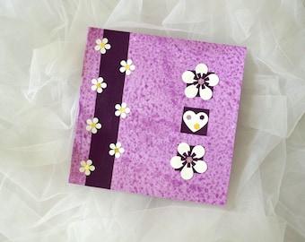 Carte double carrée violette pour toutes occasions.