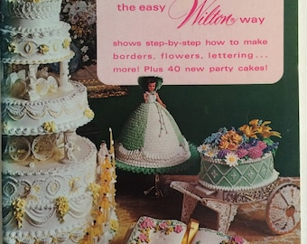 1973 Cake Decorating the Easy Wilton Way Soft Booklet