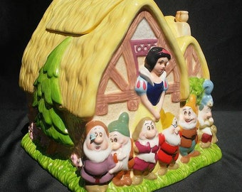 Vintage Rare Cookie Jar featuring Snow White and all 7 dwarves