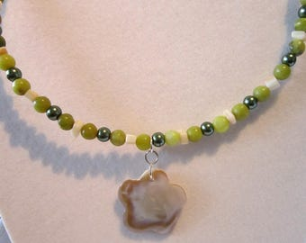 Necklace choker green beads, MOP beads green pearls w/ Mop pendant  one size fits most #1485