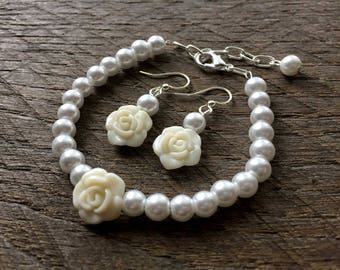 White Flower Girl Gift, Flower Girl Jewelry, Flower Girl Set, Pearl Set, Flower Set, Rose Set on Silver or Gold Chain