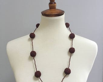 Vintage necklace // 70s beaded necklace // maroon