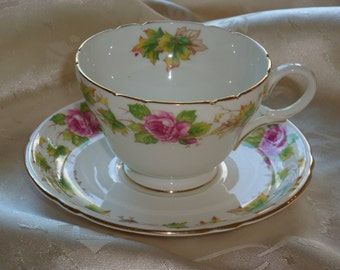 Shelley Royalty #0186 Tea Cup and Saucer ~ Henley Shape