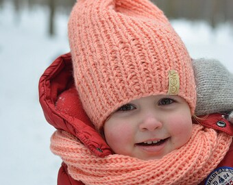 Hand knitted toddler had and infinity scarf / peach color
