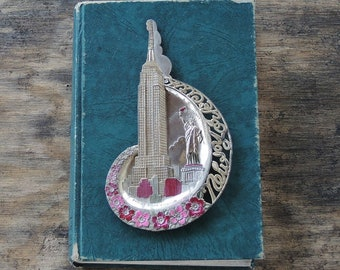New York Souvenir Metal Tray Empire State Building and Statue of Liberty Ash Tray Mid Century Kitsch Pot Metal Tray Made in Japan