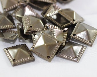 50 pcs Antique Bronze Pyramid Connectors, 13x13 mm Square Tags with Four Holes