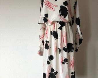 M 70s Abstract Print kong sleeve boatneck dress red black