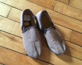 Vintage 60s brown corduroy slip on kids shors by Wellco size 11 M