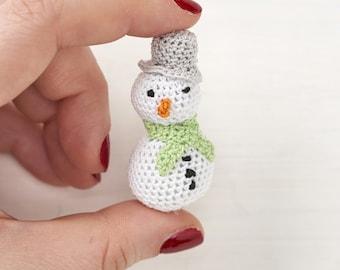 Micro crochet snowman pdf crochet pattern - MollyMakes advent calendar day 9