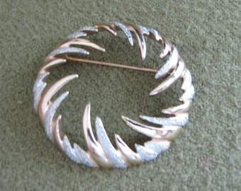 Circular Fire and Ice Brooch Sarah Coventry Holiday Wreath Gold and Silver Brooch Vintage Jewelry Women's Accessories Valentines Day