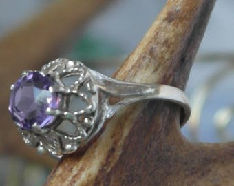 Vintage Amethyst Solitaire Sterling Silver flower Statement Ring