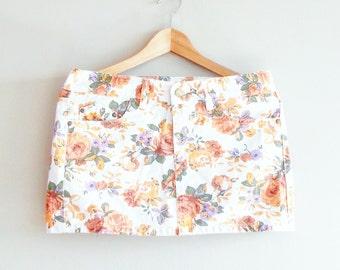 FLORAL Print- Bohemian Skirt- Denim Mini Skirt~ 90's~ Vintage Denim- Kitsch Hipster~ Medium~ Grunge Style~ Boho Skirt~ Floral Pattern Fabric