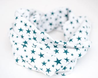 Green and white baby scarf, Flannel infinity scarf for baby, Green toddler infinity, Stars scarf, Baby cowl, Star pattern, Unisex baby gift