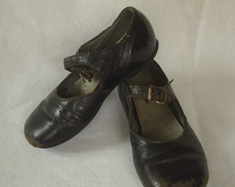 Vintage little girls toddler black leather Mary Jane shoes 1950's