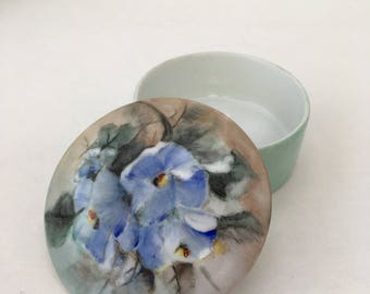 Box round painted porcelain - American art