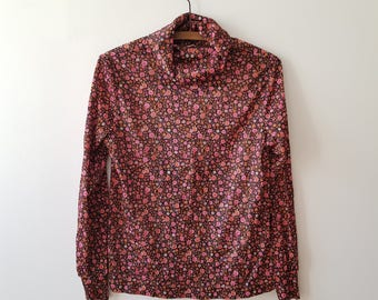 woman / sweater / floral / rips / black / pink / vintage