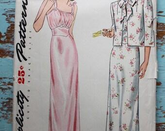 "1940s nightgown pattern / Simplicity 1358 / 1940s robe pattern / bust 30"" waist 25"""