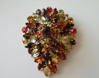 Juliana style dome brooch, pin. Rhinestones, gold tone metal.