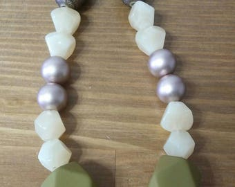Acrliyc Olive necklace\ שרשרת זיתים