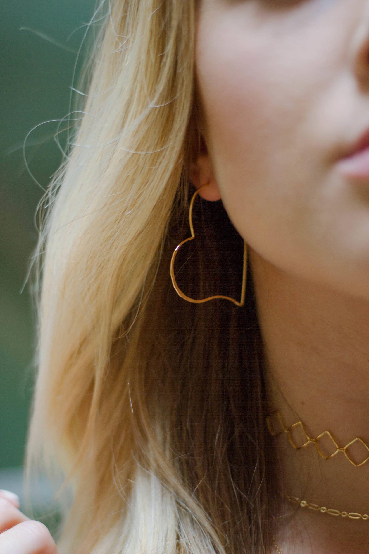 Goldenes Herz Reifen Draht-Creolen Gold Herzohrringe