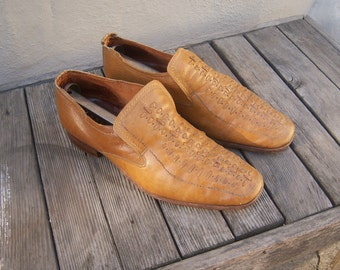 Mens mod loafers / 70s leather loafers / fawn tan slip on shoes / mens 8 9
