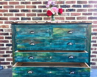 Old wooden chest with 4 drawers